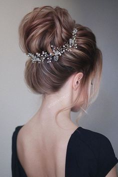 55 Simple Wedding Hairstyles That Prove Less Is More hairdressing styles for wedding bridal hair cut traditional wedding hairstyles for long hair design hairstyle wedding hair up for weddings styles bridesmaid hair up ideas hairdo for wedding reception Indian Hairstyles, Down Hairstyles, Easy Hairstyles, Hairstyles 2018, Updo Hairstyles For Prom, Night Hairstyles, Beautiful Hairstyles, Elegant Hairstyles, Popular Hairstyles