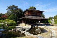 Beautiful Korakuen Garden in Okayama (November 2012).