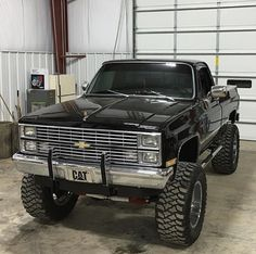 Receive excellent suggestions on pickup trucks. They are actually on call for you on our website. Classic Pickup Trucks, Chevy Pickup Trucks, Gm Trucks, Chevy Pickups, Chevrolet Trucks, Diesel Trucks, Cool Trucks, Chevy 4x4, Chevy Vehicles