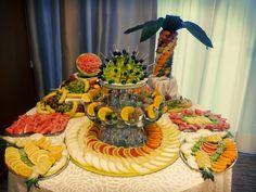 Masa de fructe, bar de fructe, fructe sculptate Bar, Table Decorations, Recipes, Home Decor, Decoration Home, Rezepte, Interior Design, Home Interior Design, Recipe