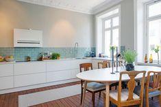 cocina blanca con azulejos agua 03a