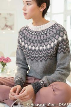 no - pansy genser Fair Isle Knitting Patterns, Knitting Stitches, Knitting Designs, Knitting Projects, Icelandic Sweaters, Knit Basket, Dress To Impress, Knitwear, Knit Crochet