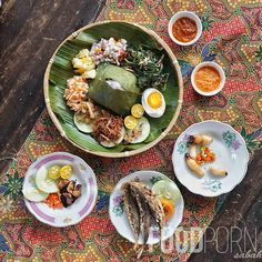 The set included Basung goreng, Linopot, Hinava, Bambangan, Tuhau, Sayur Kampung, Telur masin, ikan bilis, Lada belacan and a free cup of traditional Serai tea. The Place Bistro.