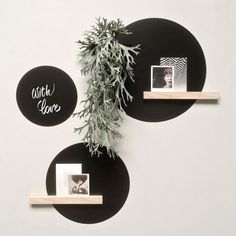 Also writable with chalk marker. Pimped with a magnetic shelf and magnetic wall planter. Deco Stickers, Wall Stickers, Vinyl Decals, 3d Design, Wall Design, Design Hotel, Bedroom Wall, Bedroom Decor, Chalk Wall