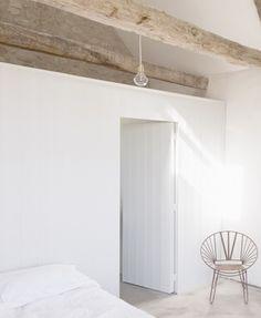 Kanske är det såhär man gör med klädkammaren innanför sovrummet; en låda med eget tak