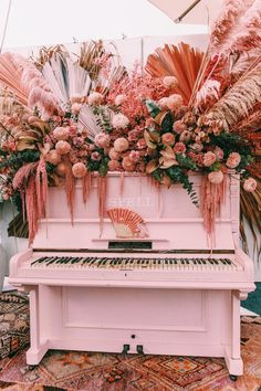 19 Creative Floral Installations to Make Your Wedding Design Wow! - Green Wedding Shoes 19 Creative Floral Installations to Make Your Wedding Design Wow! Pink Piano, Flower Installation, Before Wedding, Diy Décoration, Green Wedding Shoes, Simple Weddings, Blush Weddings, Wedding Designs, Wedding Ideas