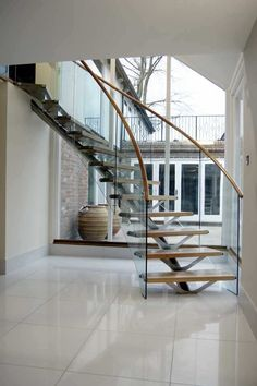 Circular staircase / central stringer / wooden steps / metal frame - WOODSIDE SS 712 - SPIRAL Stairs