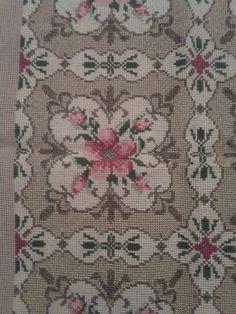 Cross Stitch Flowers, Cross Stitch Patterns, Victorian Cross Stitch, Knit And Crochet Now, Bargello, Needlepoint, Needlework, Bohemian Rug, Embroidery