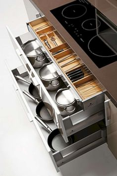 Superb DIY kitchen storage solutions for small spaces and ideas to save space n. 01 (Stunning DIY kitchen storage solutions for small spaces and ideas to save space ideas and design photos – Type Of Kitchen Storage Clever Kitchen Storage, Kitchen Drawer Organization, Kitchen Storage Solutions, Smart Kitchen, Smart Storage, Organized Kitchen, Cabinet Storage, Kitchen Pantry, Big Kitchen