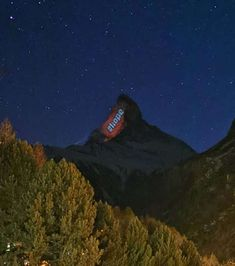 Messages of Hope on the Matterhorn Mountain. The Matterhorn Zermatt illuminated by projections by Gerry Hofstetter during the Corona crisis Swiss Flag, Words Of Hope, Message Of Hope, Zermatt, Wallis, Things To Know, All Over The World, Switzerland, Travel Inspiration