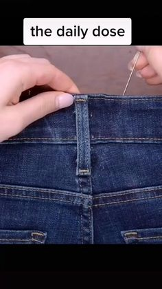 Sewing Hacks, Sewing Tutorials, Sewing Projects, Sewing Patterns, Diy Clothes And Shoes, Sewing Clothes, Sewing Jeans, Diy Distressed Jeans, Diy Fashion Hacks