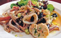 Seafood with onions and ouzo Greek Recipes, Fish Recipes, Greek Cooking, Fish And Seafood, No Cook Meals, Food Processor Recipes, Clean Eating, Food Porn, Cooking Recipes