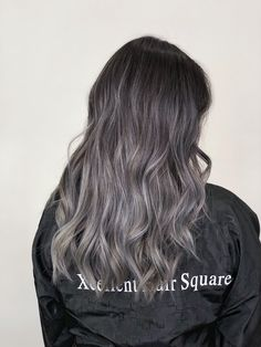 If you observe well, you can notice that we find more and more women who wear their hair illuminated by the ombre effect. Indeed, this technique is more and more trend nowadays thanks to its way of making our hair… Continue Reading → Ash Grey Hair, Grey Hair Looks, Grey Ombre Hair, Ash Hair, Ash Gray Balayage, Balayage Brunette, Modern Hairstyles, Balayage Highlights, Silver Hair