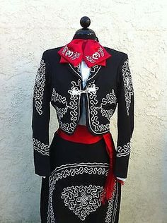 Mexican Charra Mariachi Suit Size 42 from Mexico 5 Pieceset Traje Charra Mexican Fashion, Mexican Outfit, Mexican Dresses, Mexican Quinceanera Dresses, Quinceanera Ideas, Mariachi Suit, Vestido Charro, Bd Art, Quince Dresses