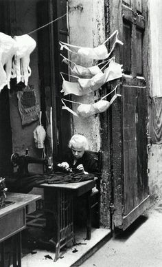 Ideas for vintage photography black and white robert doisneau Vintage Italy, Italia Vintage, Photo Black, Black White Photos, Black And White Photography, Vintage Pictures, Old Pictures, Old Photos, Nostalgic Pictures