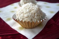 Coconut Candy, Naan, Candy Recipes, Just Desserts, Muffin, Homemade, Chocolate, Breakfast, Candies