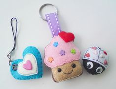 Practice your sewing skills with Felt Crafts and Needle Felting Projects for All Seasons. Felt Crafts and Needle Felting Projects for All Seasons are used to create all sorts of items. Felt Diy, Handmade Felt, Felt Crafts, Sewing Projects For Kids, Sewing For Kids, Craft Projects, Felt Projects, Alien Crafts, Felt Keychain