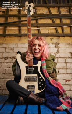 Jennifer Lee Lindberg of Warpaint. Guitar Girl, Music Guitar, Rock Band Photos, Rickenbacker Bass, Indie Singers, Rock Poster, Women Of Rock, Female Guitarist, Music Aesthetic