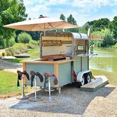 2020 Graduation Ideas Discover The Horse And Saddle mobile horse trailer bar. Available to hire from Okehurst Design & Engineering. Food Trucks, Trailer Park, Food Trailer, Trailer Hitch, Trailers Camping, Horse Trailers, Food Cart Design, Food Truck Design, Converted Horse Trailer