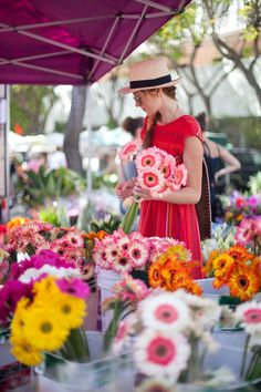I love this photo of a gal choosing flowers at an outdoor market....Very pretty!