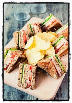 Η ΔΙΑΔΡΟΜΗ ®: Club sandwich σπιτικό Vegan Recipes, Cooking Recipes, Cookie Pie, Wrap Sandwiches, Food Cravings, Burritos, Pasta Salad, Food And Drink, Vegane Rezepte