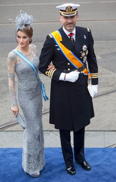 Crown Princess Letizia and Crown Prince Felipe of Spain. Love this picture for Princess Letizia. Princess Of Spain, Royal Princess, Crown Princess Victoria, Crown Princess Mary, Prince And Princess, Hollywood Fashion, Royal Fashion, Investiture Ceremony, Princesa Real