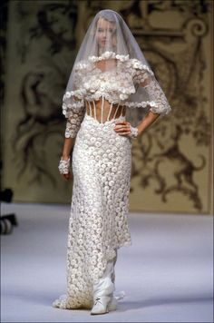 Take a look back at the supermodels turned brides who Karl Lagerfeld chose to close the Chanel Couture shows, from Linda Evangelista to Lily-Rose Depp, here. Chanel Wedding Dress, Couture Wedding Gowns, Cheap Wedding Dress, Bridal Gowns, Chanel Couture, Karl Lagerfeld, Claudia Schiffer, Chanel Vestidos, Blonde Bride