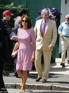 Carole Middleton: Sport & Social red and white houndstooth from Jaeger Kate Middleton Parents, Carole Middleton, Middleton Family, Duchess Kate, Duke And Duchess, Duchess Of Cambridge, Taylor Swift Outfits, Prince William And Kate, Kate Hudson