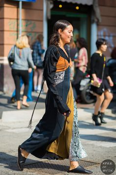 The Street Style Way to Wear a Slip Dress for Fall (Le Fashion) Street Style 2017, Looks Street Style, Street Look, Street Chic, Street Style Women, Street Wear, Fashion Flats, Look Fashion, Fashion Outfits