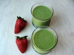 This delicious Post Exercise Recovery Strawberry Avocado Chia Smoothie will help heal your body and boost your energy after exercising. #superfoods #fitness #workout