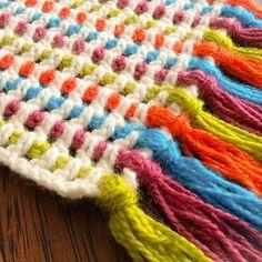 """373 Me gusta, 27 comentarios - Tejiendo Perú (@tejiendoperu) en Instagram: """"Linda puntada cobija tejida a crochet con muchos colores de lana! El tutorial está en nuestra…"""" Scrap Yarn Crochet, Plaid Crochet, Crochet Cushions, Crochet Quilt, Knitting Yarn, Knit Crochet, Rainbow Crochet, Crochet Afgans, Crochet Stitches Patterns"""