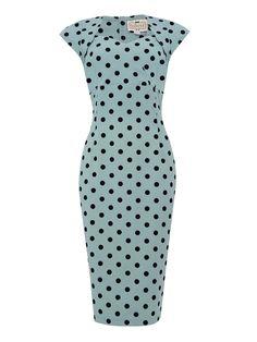 Collectif Regina Dusky Blue Polka Retro šaty ve stylu 50. let. Nádherné šaty pouzdrového střihu ve světlejší, vintage modré barvě s nadčasovým černým sametovým puntíkem. Vhodné na svatbu či jinou společenskou událost, do kanceláře či jen tak pro radost na denní nošení. Užší střih dokonale vykreslí ženské křivky, příjemný poddajný materiál (97% polyester, 3% elastan) dokonale padne vaší postavě, krátký rukávek bolerkového střihu, zip v zadní části, rozparek pro snadnější chůzi. Doporučujeme…