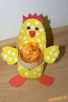 Velikonoční slepička s vajíčkem
