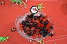 Balinhas de gelatina nas cores da festa. Ideia simples e barata.
