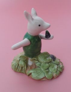 Royal Doulton Winnie The Pooh PIGLET PICKING THE VIOLETS WP13 Boxed – redpathcollectables