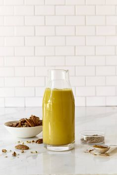 This carrot pecan milk is crazy-amazing, and tastes like dessert in a glass. This homemade nut milk is raw, vegan, gluten-free, and paleo-friendly. Milk Recipes, Raw Food Recipes, Snack Recipes, Cooking Recipes, Vegan Smoothies, Juice Smoothie, Smoothie Recipes, Healthy Milk, Healthy Drinks