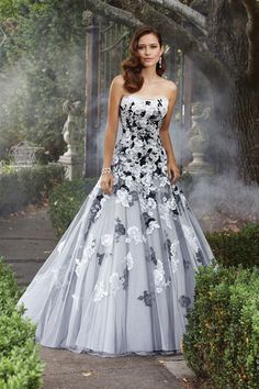 Wedding Dress Photos - Find the perfect wedding dress pictures and wedding gown photos at WeddingWire. Browse through thousands of photos of wedding dresses. Wedding Robe, Wedding Dress Sizes, Tulle Wedding, Wedding Gowns, Mermaid Wedding, Floral Wedding, Gothic Wedding, Wedding Dresses With Black, Color Wedding Dresses