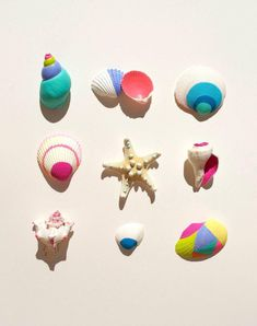 painted shells - summer DIY Best shell painting I've seen yet. Seashell Crafts, Beach Crafts, Diy And Crafts, Craft Projects, Crafts For Kids, Projects To Try, Arts And Crafts, Painted Shells, Shell Art