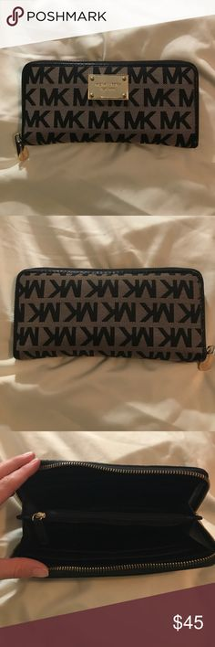 Michael Kors wallet Good used condition.  Looks great! Michael Kors Bags Wallets