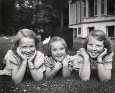 Irene, Margriet en Beatrix voor paleis Soesdijk