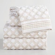 Get rid of those old, smelly towels and replace them with soft, fluffy towels with a fun diamond pattern! Grab a set for yourself and then get a set to save for a Christmas gift.
