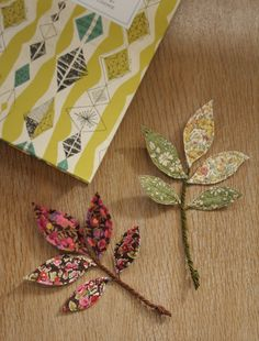 Mollie Makes – bonus autumn project! - - Mollie Makes – bonus autumn project! for the home Mollie Makes – Stoffstiele Handmade Flowers, Diy Flowers, Paper Flowers, Make Fabric Flowers, Flower Fabric, Fall Projects, Craft Projects, Sewing Projects, Scrap Fabric Projects