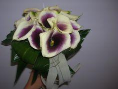 bruidsboeket - aronskelk paars-wit in bolvorm, falenopsis boechout