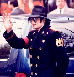 Michael Jackson had amazing style. Michael Jackson Born, Mike Jackson, You Give Me Butterflies, Rock & Pop, King Of Music, Beautiful Smile, My King, American Singers, Peter Pan