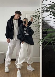 Matching Couple Outfits, Twin Outfits, Matching Couples, Mode Outfits, Fashion Outfits, Couple Goals Teenagers, Cute Couples Goals, Couple Goals Relationships, Cute Relationship Goals
