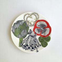 muug | prato de jantar da linha 'jardim de cogumelos' | acabou de chegar! #home #homedesign #pottery #mushroom #artichoke #designcarioca #exclusive #pattern #costore by muugdesign http://discoverdmci.com
