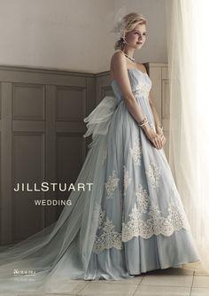 ジル スチュアート ウエディング(JILLSTUART WEDDING)  クラシカルな柄のエンブロイダリーレース。腰のバッスルでよりソフトな印象に。