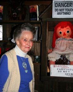 Lorraine Warren is known for her investigations of the Amityville Horror house and the haunted Annabelle doll. Annabelle The Haunted Doll, Annabelle Doll, Lorraine Warren, Scary Movies, Horror Movies, Horror Film, The Amityville Horror House, Paranormal Pictures, Paranormal Videos