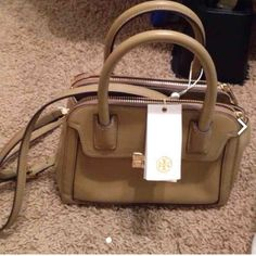 NWT Tory burch purse :) Tory Burch Bags Crossbody Bags