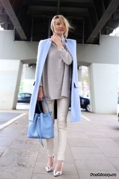 serenity blue bag and coat with casual outfit Ooh! My French connection shoes! ADORE this coat! Ohh Couture, Pantone 2016, Pantone Color, Quoi Porter, Fashion Outfits, Womens Fashion, Fashion Trends, Business Outfit, Business Casual
